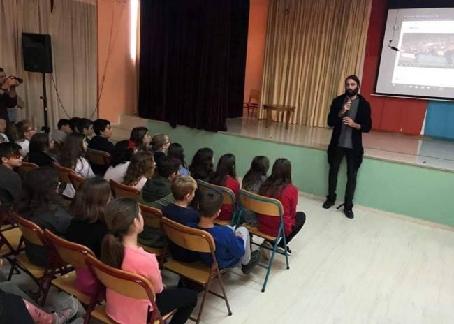 Pics   O Γιώργος Σαμαράς επέστρεψε στα θρανία του σχολείου του!