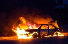 Λαμπάδιασαν δυο αυτοκίνητα στο Ηράκλειο