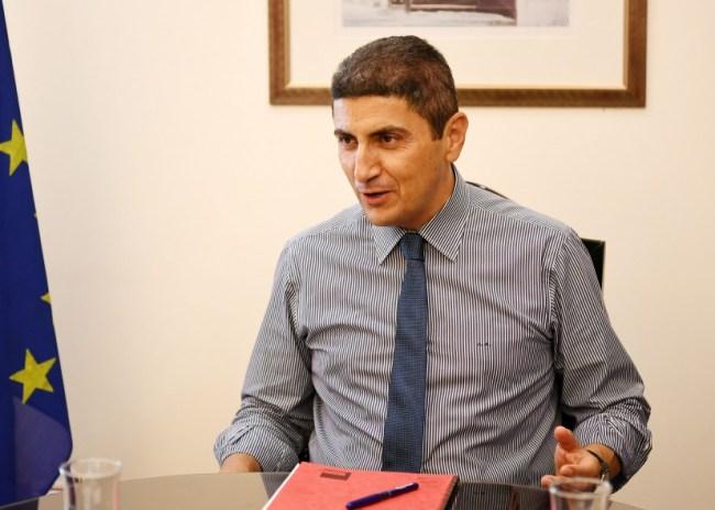Ο Αυγενάκης ανακοίνωσε την μείωση του φόρου στα συμβόλαια!