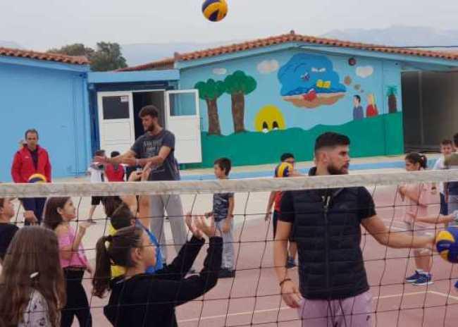Ο ΟΦΗ έπαιξε βόλεϊ με μικρά παιδιά