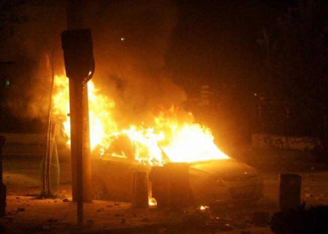 Σοβαρότατες ζημιές υπέστη Ι.Χ. αυτοκίνητο στον Πλατανιά