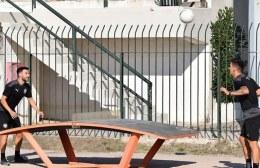 Pics | Ποδοβόλεϊ ανάμεσα σε Σαρδινέρο, Νέιρα και ο ΟΦΗ ζητάει από τον κόσμο να μαντέψει τον νικητή