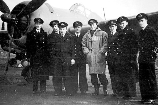 David van Epps, in a duffel coat, with members of the 894 Royal Naval Air Squadron. He and other Americans chose to fight for Britain before the U.S. entered World War II.
