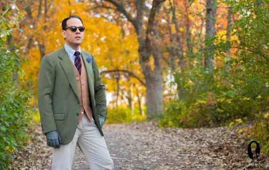 Green jacket, camel doeskin vest, striped woll tie, small checked shirt, blue cornflower bz Fort Belvedere