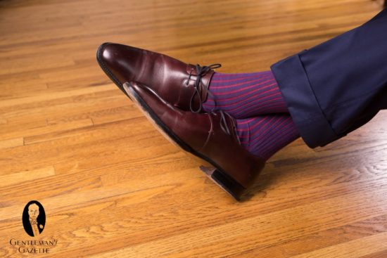 Oxblood Derby shoes with navy pants and Shadow Stripe Ribbed Socks Navy Blue and Red Fil d'Ecosse Cotton - Fort Belvedere