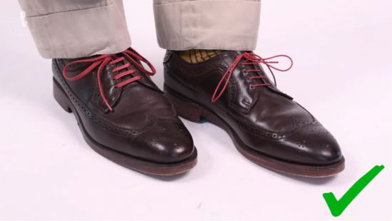 Red flat and round shoelaces by Fort Belvedere