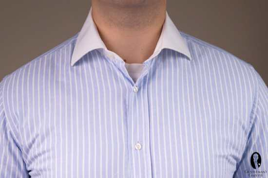 A definite style don't: a visible undershirt