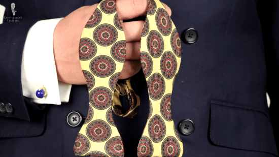Bow tie with large patterns