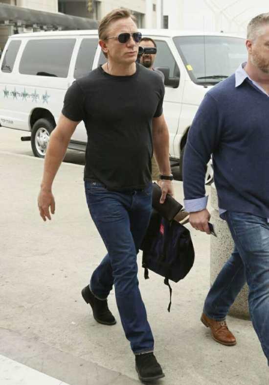 Daniel Craig wearing a t-shirt