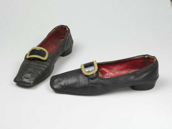 Buckled mens shoes from the Regency period were the precursor to modern slippers