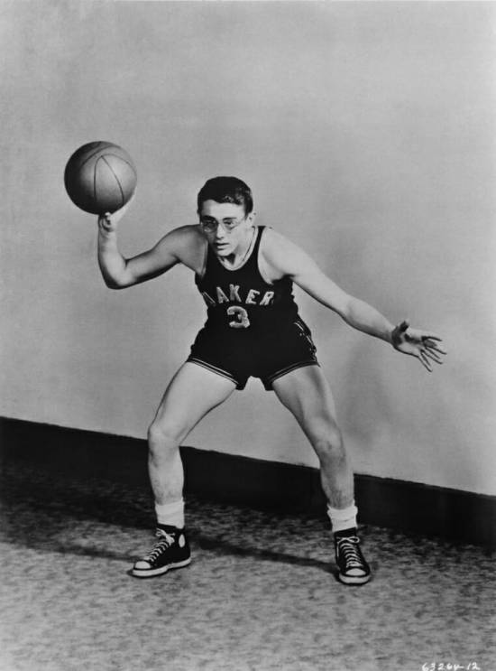 Dean poses in his Fairmount High Quakers basketball uniform, c. 1948 (Image: Michael Ochs Archives/Getty)