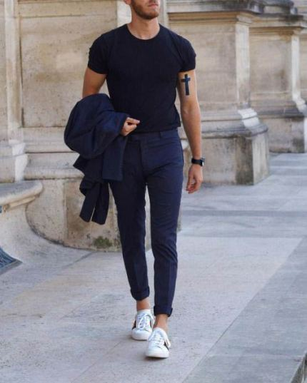white sneakers with athleisure outfit 2