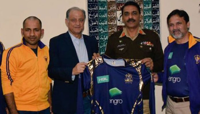 Quetta Gladiators present team shirt to DG ISPR | Sports Quetta Gladiators present team shirt to DG ISPR | Sports 182264 6495236 updates