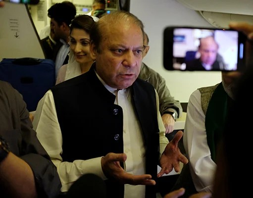 Former prime minister Nawaz Sharif gestures as he boards a Lahore-bound flight due for departure, at Abu Dhabi International Airport, UAE July 13, 2018. Photo: Reuters