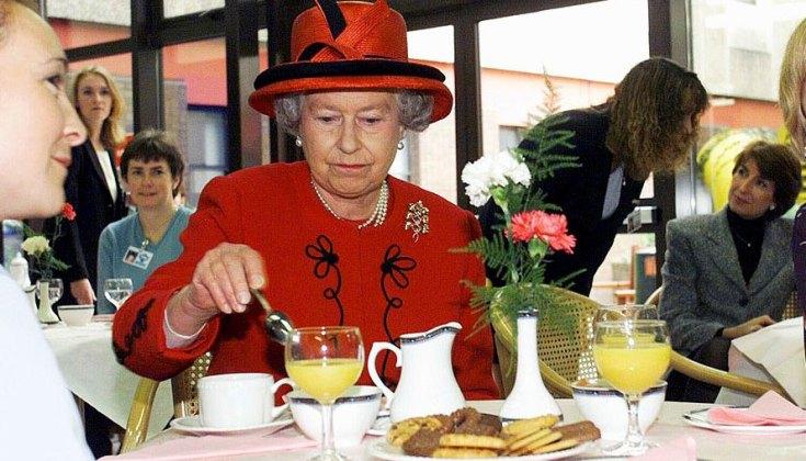 349143 2896430 updates Queen's no hands rule for eating fruit raises eyebrows