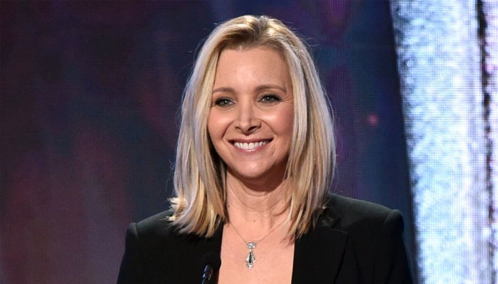 351940 5812934 updates Lisa Kudrow weighs in on 'intimidating' Friends reunion shoot