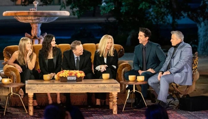 352075 2331321 updates 'Friends' stars return to set for a tearful reunion 17 years later