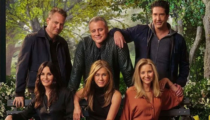 352149 7873939 updates 'Friends' stars Courteney Cox, Matthew Perry are 'distant cousins: report