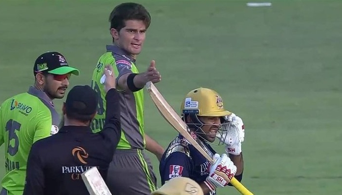 Shaheen Afridi exchanges heated words with Quetta Gladiators Sarfaraz Ahmed after his delivery struck the former Pakistan skipper on the helmet. Photo: Twitter