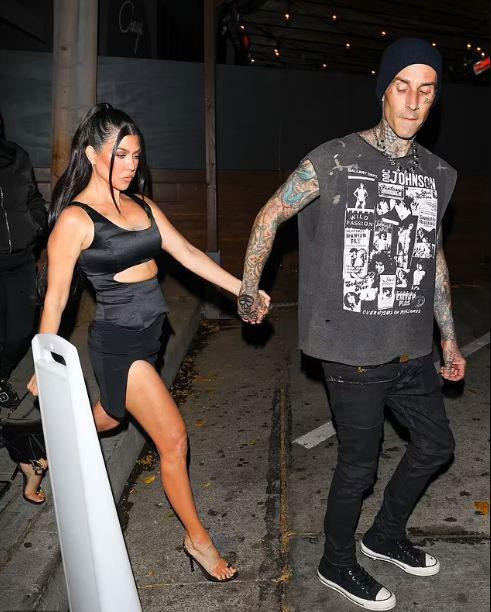 356945 7318246 updates Kourtney Kardashian steps out with Travis Barker at magazine party