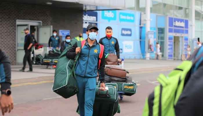 Hasan Ali and other members of the Pakistan cricket squad come out of the Birmingham airport. Photo: Twitter/PCB