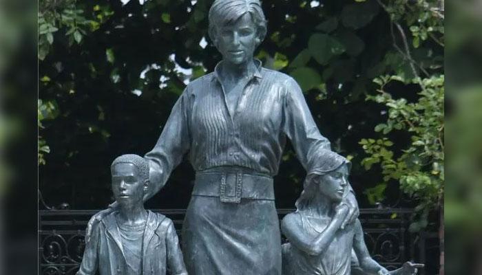 357973 2548709 updates Kensington Palace explains why Princess Diana's statue includes kids