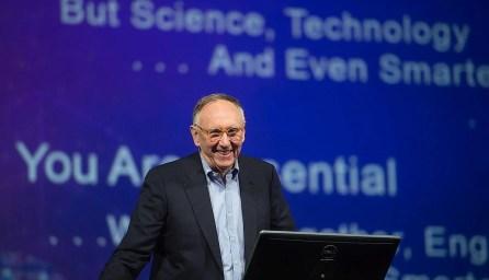 Jack Dangermond při zahájení světové uživatelské konference Esri v roce 2016 / foto archiv Esri / časopis GeoBusiness