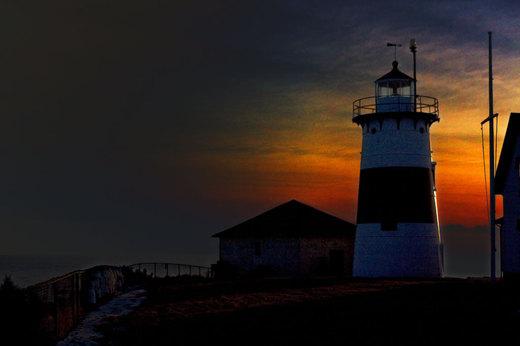 stratford-lighthouse-at-dusk.jpg