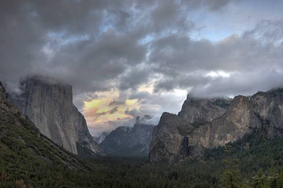 Yosemite Valley Low Clouds at Sunset-w1920-h1400