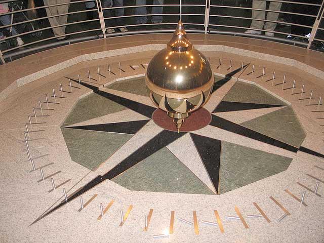 Foucault's pendulum at the Academy of Sciences in San Francisco, California. Photo: Fovea Centralis