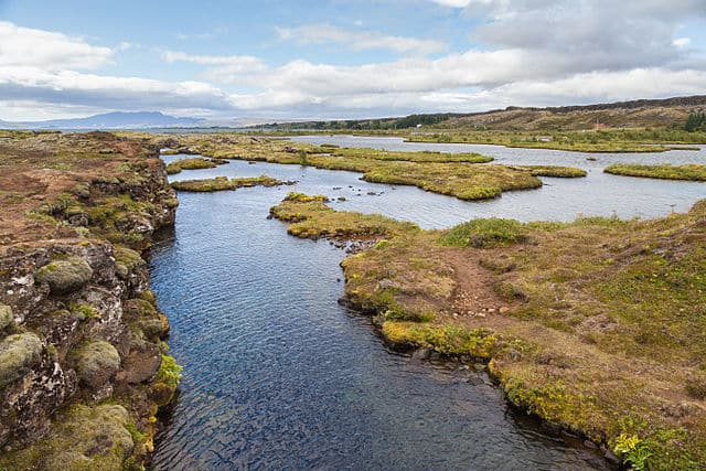 The view from above: Silfra canyon, Þingvellir National Park, Suðurland, Iceland.  Photo: Diego Delso, 2014.
