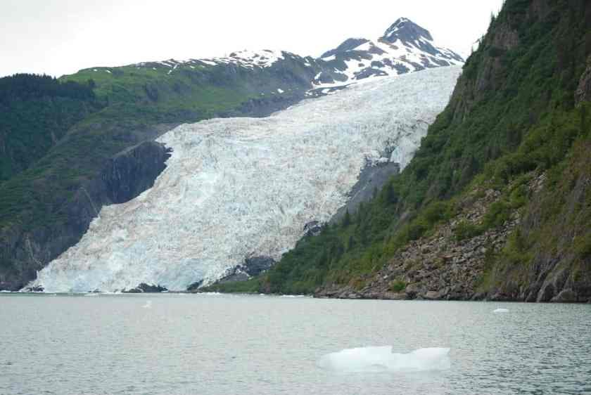 Coxe Glacier, Barry Arm, western Prince William Sound.  Photo: Don Becker, U.S. Geological Survey. Public domain.