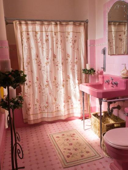 30. Bathroom (guest bedroom), looking west. Jan 19, 2017. Photo 0030.