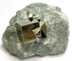 Pyritkristaller i matrix
