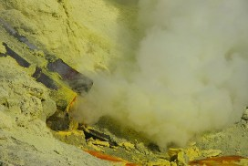 Svavelbildningar i vulkan