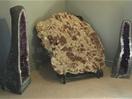 Meterstor platta med aragonitkristaller på Geomuséet i Kopparberg