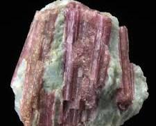 Rosa turmalinkristaller, såkallat rubellit