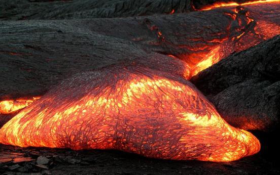 Advancing Pahoehoe toe, Kilauea Hawaii 2003 Credit: Hawaii Volcano Observatory (DAS)