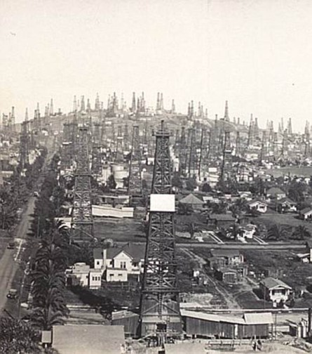 Oil field at Signal Hill in the Los Angeles Basin in 1923. Credit: The Aerograph Co./ US Library of Congress