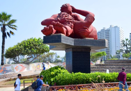 Víctor Delfín's large carving of a couple in a deep embrace is the centerpiece of the Miraflores Malecon's Park of Love.