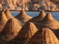 Schirmchen am Sandstrand