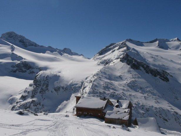 Die Kürsinger Hütte (2.558m) mit ihrem überwältigenden Panorama