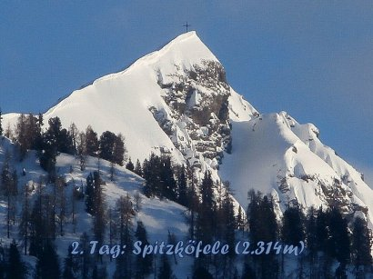 Das Spitzköfele (2.314m): vom Hotel aus zeigt es sich eher schroff