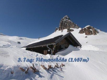 Blick von der eingeschneiten Filmoor-/Standschützenhütte zum Hohen Kinigat