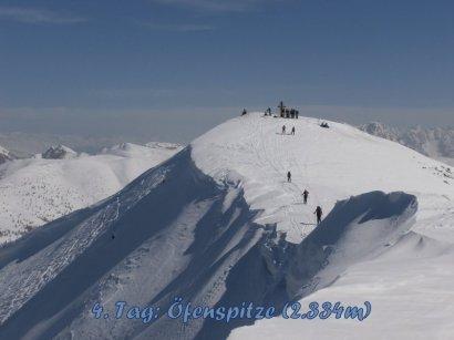 Die Öfenspitze (2.334m) wird über einen kurzen unschwierigen Grat erreicht.