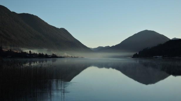 Beim Morgensport entstand dieses Foto: ein Spiegelblick auf den östlichen Seeteil