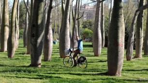 Christoph beim Radfahren im Turia-Park