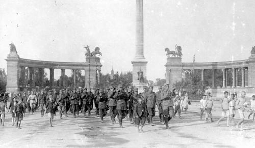 35. REGIMENT ROMÂNESC DE VÂNĂTORI ÎN CENTRUL BUDAPESTEI