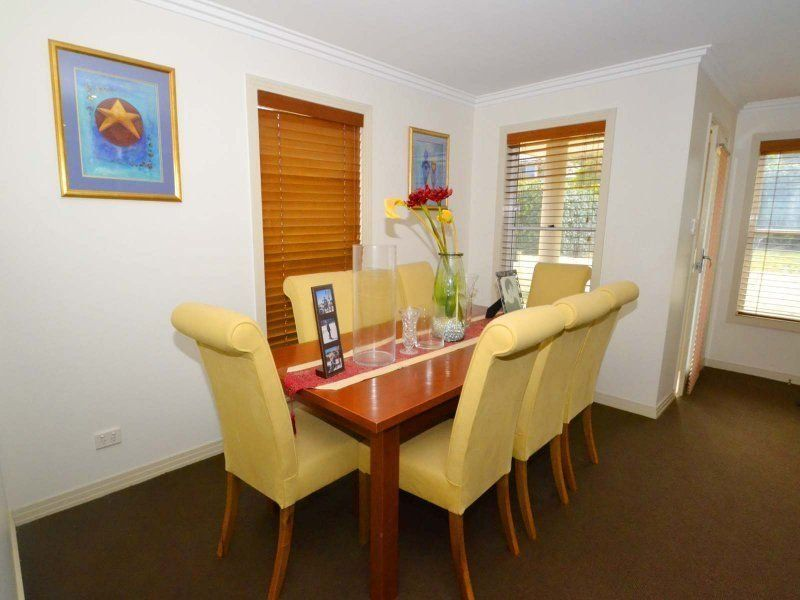 Erina House: CENTRALLY LOCATED FAMILY HOME & POOL Contact ... on Outdoor Living Erina  id=93511