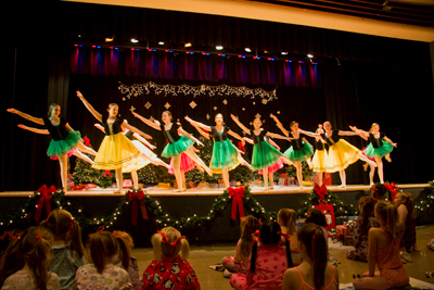 dancers w/green and yellow skirts